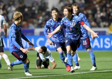 Which club will Itakura play at next year