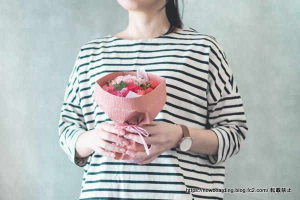 日比谷花壇 母の日 配送 そのまま飾れるブーケ「ストロベリーピンク」