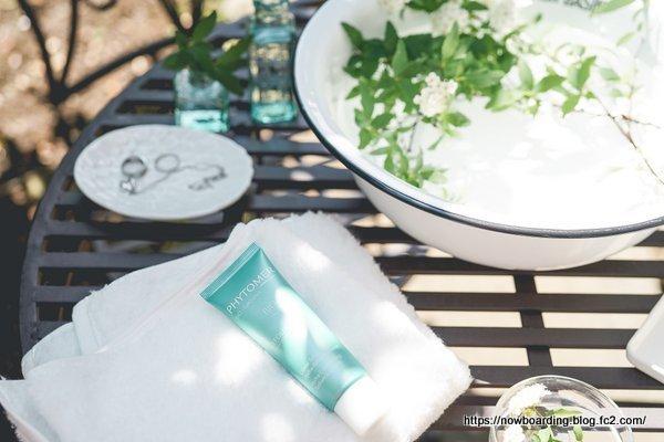 アンティークガーデンにアイアンの庭ーデンテーブル&チェア