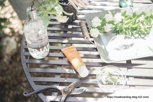 アンティークガーデンにアイアンのガーデンテーブル&チェア