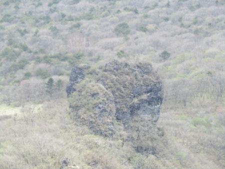 200510三ツ峰山・旭岳 (76)磨墨岩s