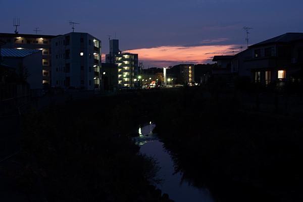 夕暮れ香流川