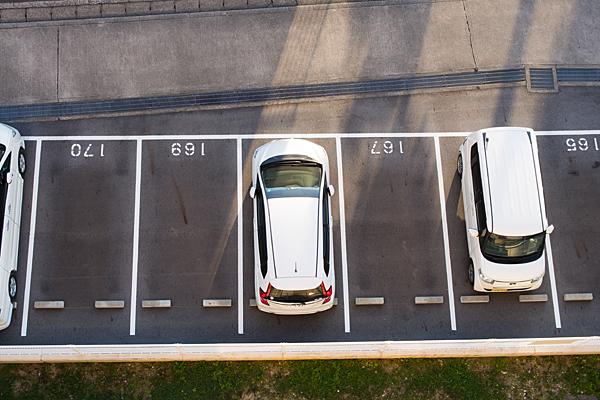見下ろす駐車場