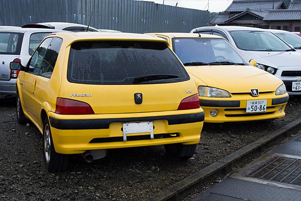 黄色いプジョー