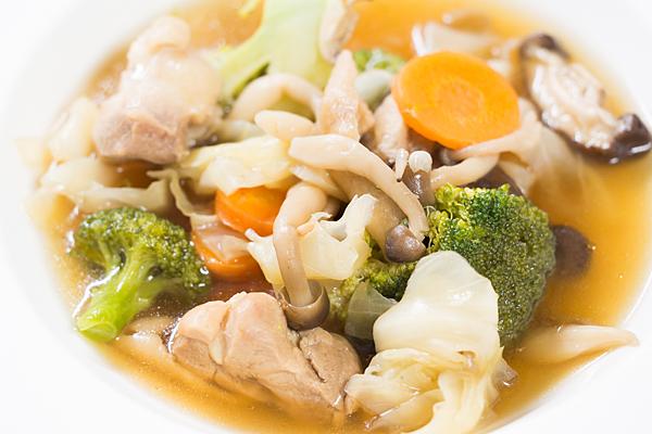 野菜と鶏肉のスープ