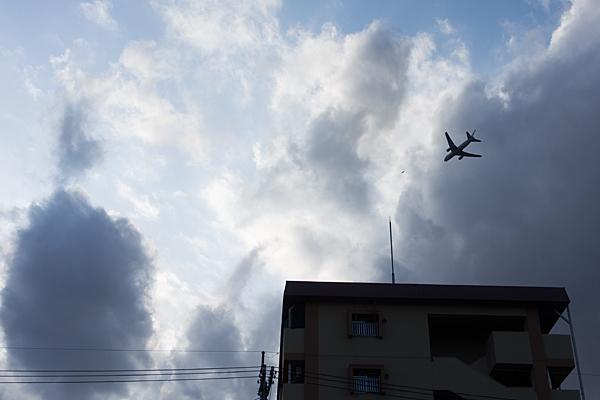 住宅地に飛行機