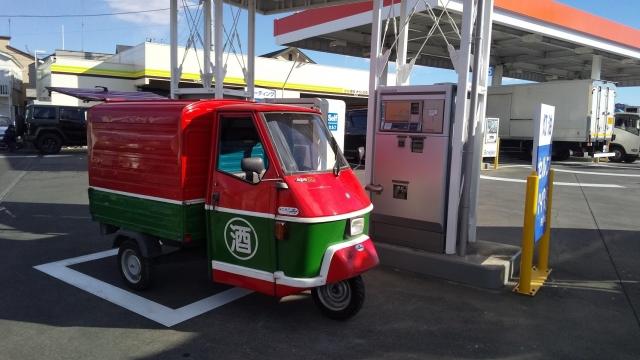 近所のガソリンスタンドにTL6Tアペ/ベスパカーで灯油を入れに行く