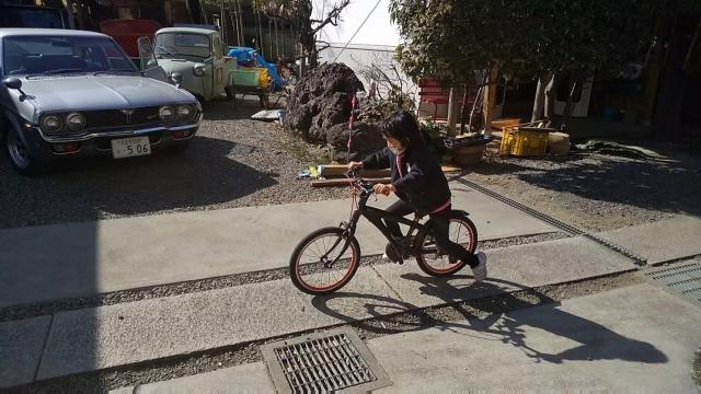 ブリジストン レベナ 子供用自転車に乗る我が子