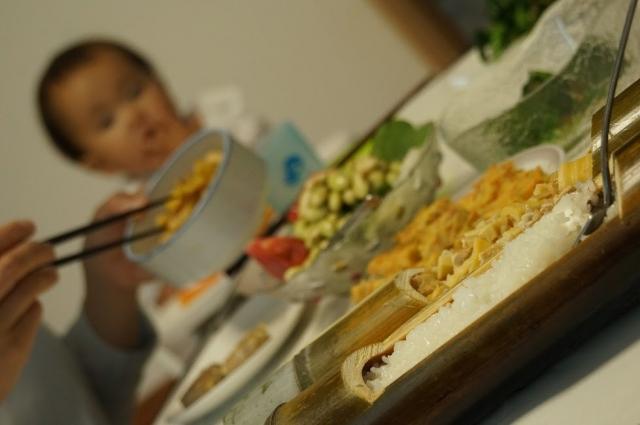 白飯と筍御飯、食卓にて