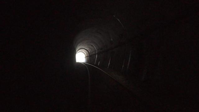 トンネル出るぞぉ〜