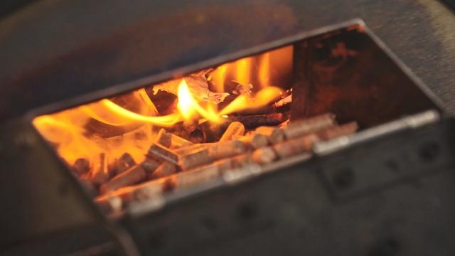 KABUTO カブト ピザ窯の燃料投入口