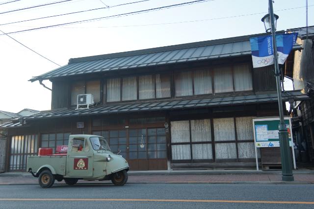 青梅の古っそうな商店
