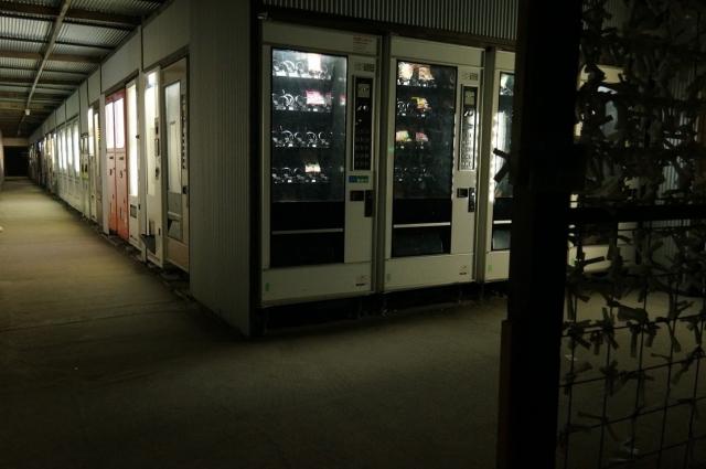 中古タイヤ市場相模原店、新しく増設されたという自販機レーン