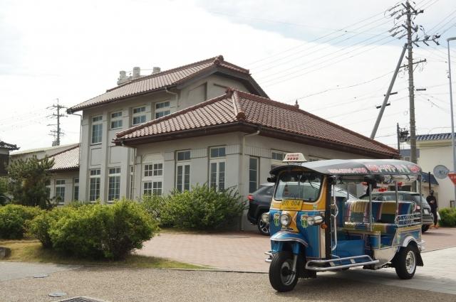 碧南の昔の警察署ととトゥクトゥク