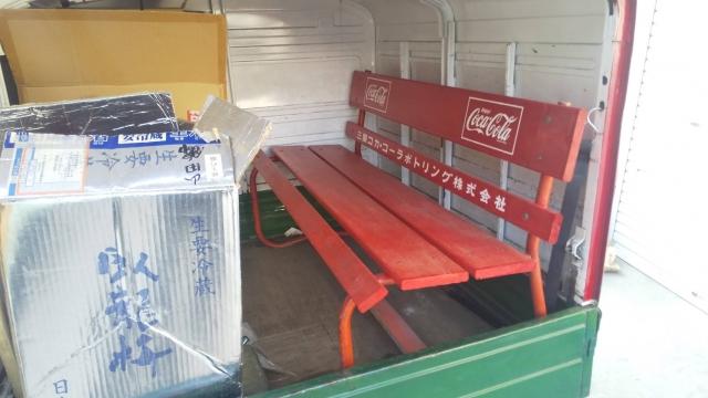 アペ/ベスパカーの、マル酒号の荷台に載ったコーラベンチ
