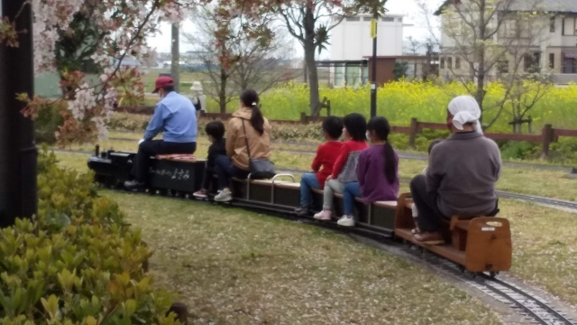 列車が走り去る様子