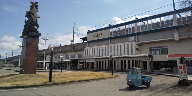 十日町駅とベスパカー・アペ