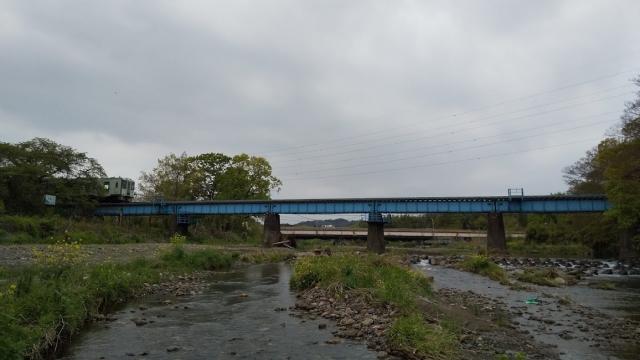 高麗川鉄橋を行くキハ100 2