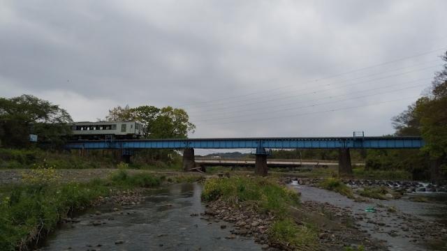 高麗川鉄橋を行くキハ100 3