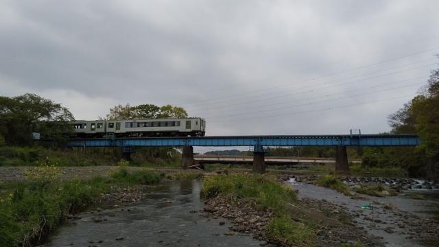 高麗川鉄橋を行くキハ100 4