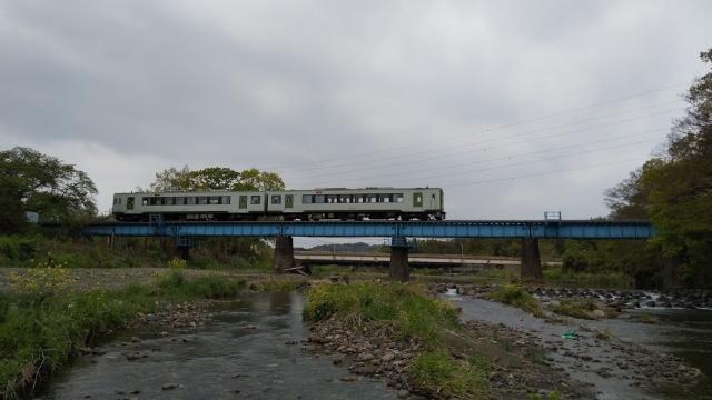 高麗川鉄橋を行くキハ100 5