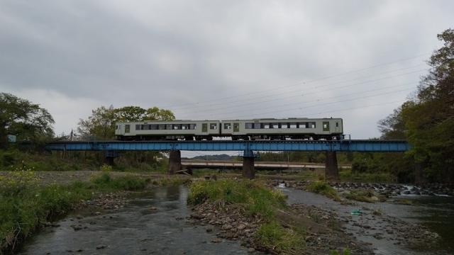 高麗川鉄橋を行くキハ100 6