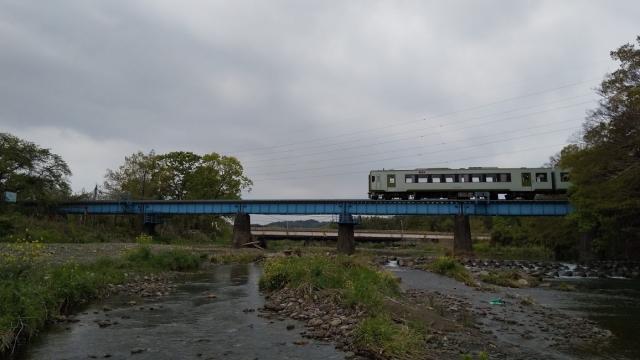 高麗川鉄橋を行くキハ100 8