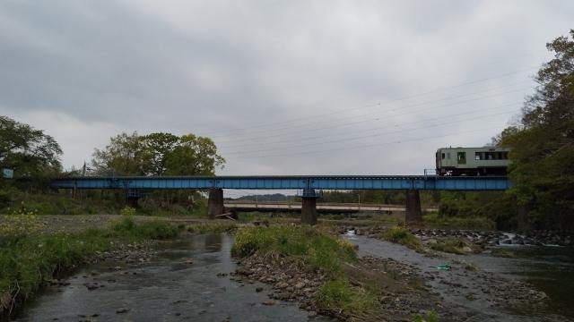 高麗川鉄橋を行くキハ100 9