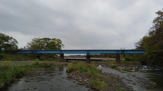 高麗川鉄橋を行くキハ100 10