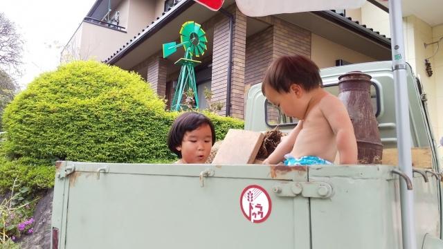 八王子塩釜温泉を引湯したミゼット温泉 昭和石油 道楽の湯 につかる我が子
