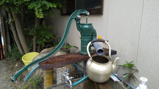 お湯を薄めるのは地下約150mから汲み上げる井戸水