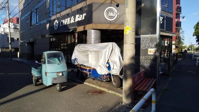 カフェ ガレージとベスパカー