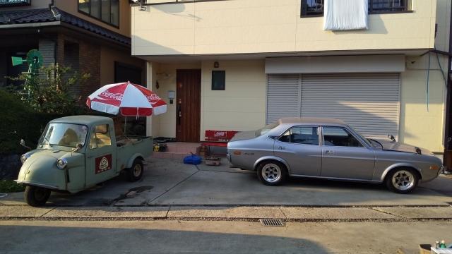 ルーチェとミゼットが家の前に並ぶ
