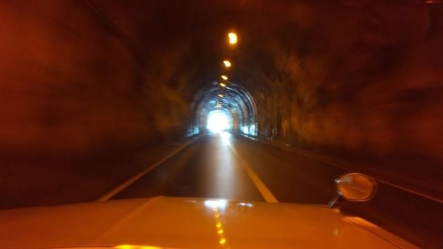 ひんやりー、トンネルの中