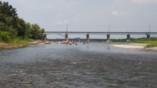 お盆休み最後の日 多摩川、混んでます