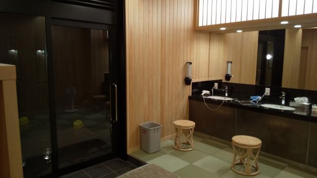 新装なった、ひらゆの森 宿泊者用大浴場の脱衣室