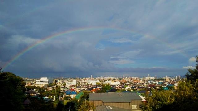 旅の終わりに日野台地から眺めた虹