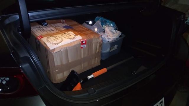 KABUTO カブト ピザ窯をマツダ3のトランクに載せた状態の図