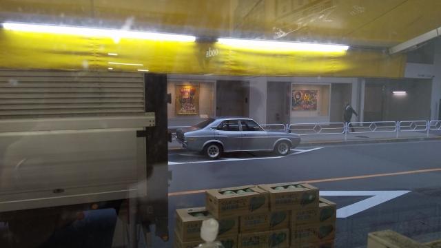ルーチェを立川のハナマサの店内から眺める