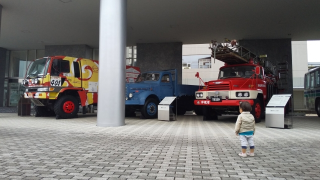 ほぉぉぉぉ!!みんな大きなトラックだなぁ