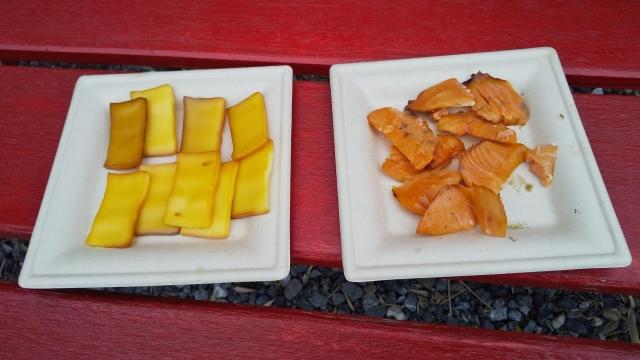 スモークサーモンにスモークチーズ