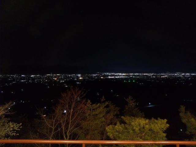 ファインビュー室山のレストランから見える夜景