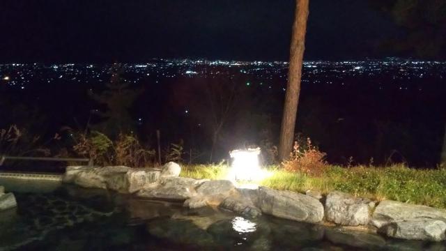 ファインビュー室山の露天風呂、夜