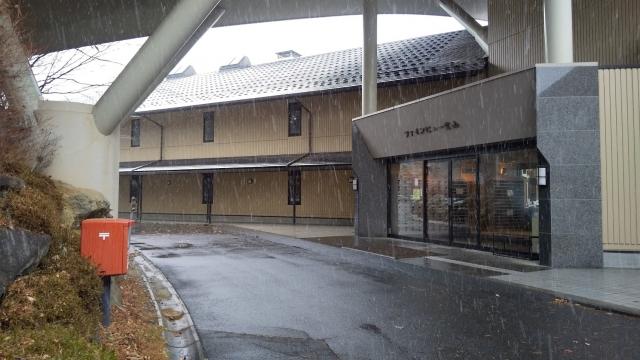 雪が降り始めたファインビュー室山