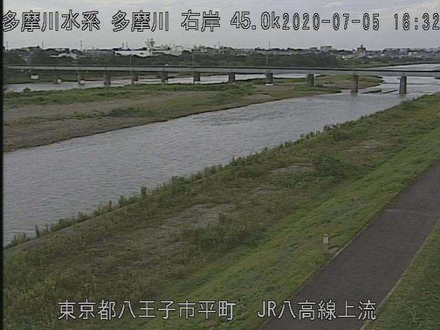 八王子の八高線の鉄橋j付近、濁った水が増水中
