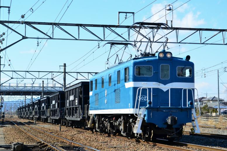 2/4 秩父鉄道の貨物列車とリバイバルカラー