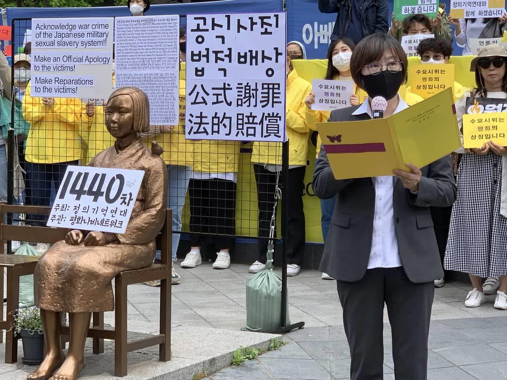 wor2005200023-p1_20日、疑惑で批判の渦中にある正義連はソウルの日本大使館前で恒例の抗議集会を開いた(名村隆寛撮影)