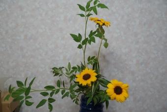 ソケイ・ひまわり・ドラセナ 瓶花