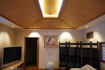 居間の天井 金箔貼