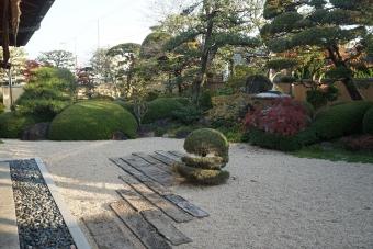 伏石の庭2